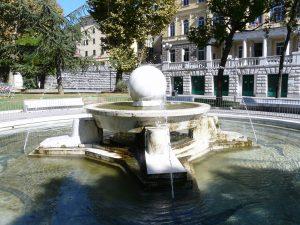 Fontana Floating Stone